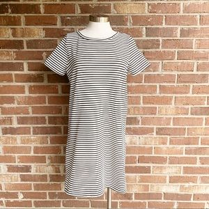 Everly Black & White Striped Shift Dress Medium